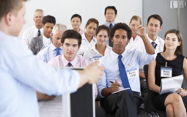 Parler en public avec brio grâce à la méthode P.O.M cdm