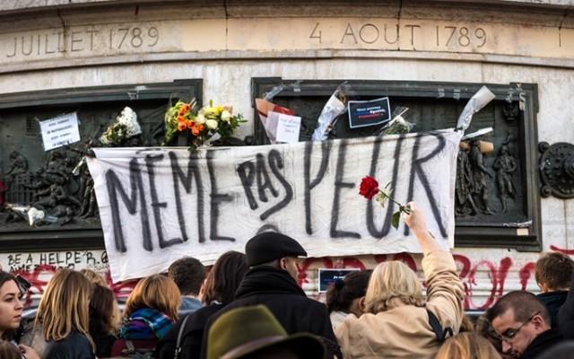 Hommage attaques Paris 13novembre 2015 crédit mutualite.fr