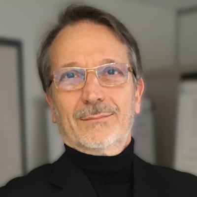 Gil Develey, Directeur général d'une socité de conseil, Paris