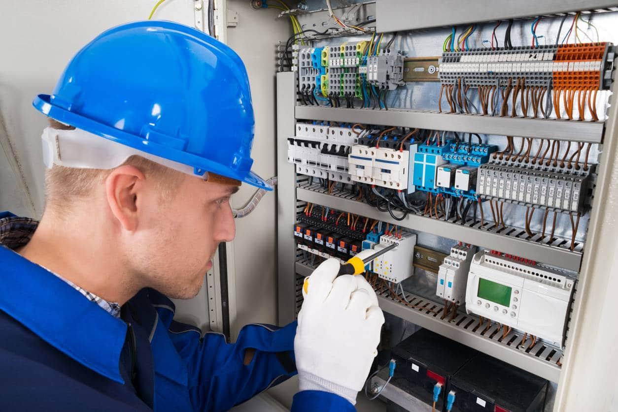 visuel-lancer-une-entreprise-d-electricite-l-essentiel-a-savoir